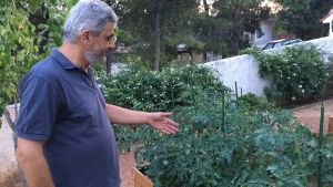 Sotiris Vamvakaris har trädgårdsodlijg som hobby