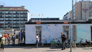 Infocontainer på Salutorget i Åbo