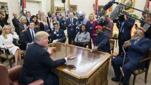 Trump och Kanye West möts i Vita huset.