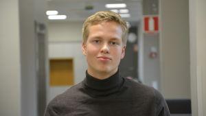 Aare Kiviranta studerar vid Katedralskolan i Åbo