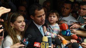 Venezuelas interimspresident Juan Guaidó med sin hustru Fabiana Morales och dotter.