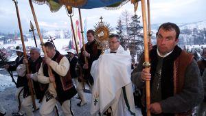En traditionell procession i samband med påskfirandet i södra Polen