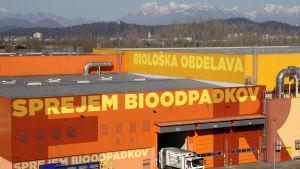 Avfall vid RCERO-avfallsanläggningen i utkanterna av Ljubljana, Slovenien 27.2.2019. Den modernaste och största anläggningen i sitt slag i Europa. Upp till 98 procent av avfallet återvinns till produkter, kompost eller bränsle.
