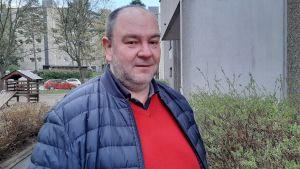 Anders Rosenqvist är rektor för både Brändö lågstadium och Degerö lågstadium, båda i Helsingfors.