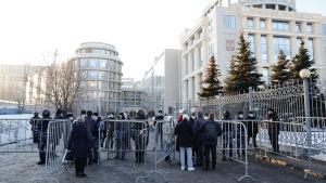 Anhängare till Aleksej Navalnyj demonstrerar