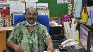 Ramkumar Bharat har varit medveten om rasmotsättningarna ända sedan sin barndom. Som officerare behandlades han ändå som en jämlike med sina malajiska kolleger.