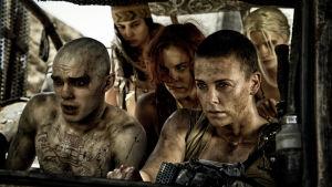 Charlize Theron gör en av rollerna i Mad Max: Fury road.