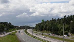 Länsiväylä Espoo Ison Omenan kohdalla.