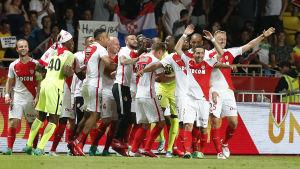 Monaco-spelarna firar franska mästerskapet.