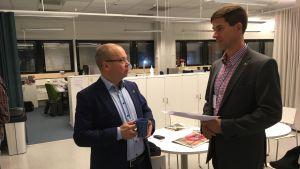 Tero Anttila och Ville Lehmuskoski samspråkar.