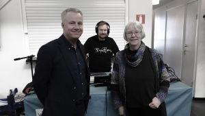 Marcus Rantala (SFP) och Kati Juva (De Gröna) gästade Yle Huvudstadsregionen på Malms flygplats och diskuterade säkra rum för narkotikabruk samt flygplatsens framtid.