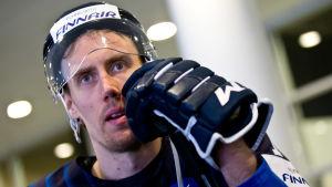 Närbild på hockeylandslagets Marko Anttila.