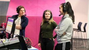 Daniel Tallberg, Dora Lagerspetz och Lina Smedlund intervjuas.