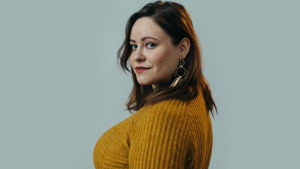 författarporträtt på debutanten julia Wickholm