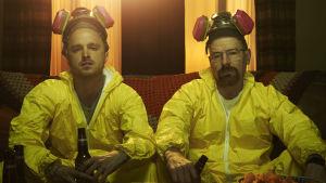 Jesse Pinkman och Walter White i gula overaller