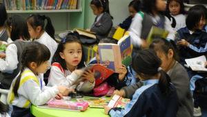 Många skolbarn är stressade av allt skolarbete.