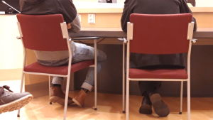 Metsästysrikoksesta syytetty käräjäoikeudessa. Anonyymi kuva.