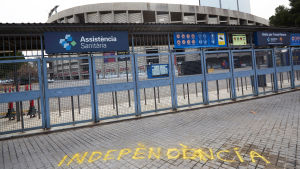 Grafitti på marken utanför Camp Nou.