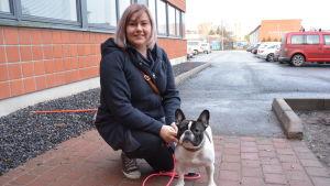 Linda Neemre och hunden Pilvi