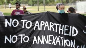 Israeliska aktivister protesterade mot planerna att annektera delar av Västbanken, utanför USA:s ambassad i Jerusalem.