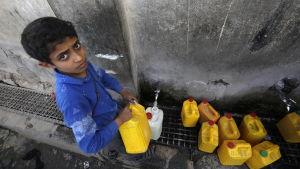 En fjärdedel av krigets offer i Jemen är barn enligt Rädda barnen. Bilden togs i måndags från den rebellkontrollerade huvudstaden Sana under firandet av FN:s världsvattendag.