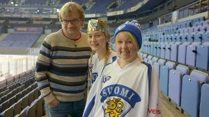 Antero Mertaranta, Maija Waris och Lina Puranen i tv-serien Finnomani