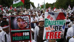 Stor demonstration mot USA:s Jerusalembeslut i Jakarta.