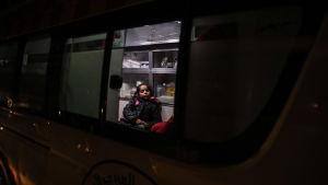 En barnpatient evakueras med ambulans från östra Gouta.