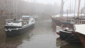 Skepp i torrdockan i Sveaborg.