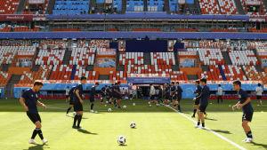 Japanerna tränar på VM-gräset i Saransk.