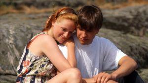 Johanna ja Anttu rannalla Love Story -sarjassa