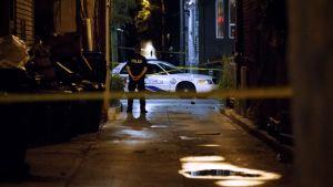 Bild från gränden där mannen sköt mot polisen.