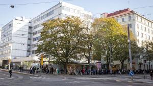 Leipäjono Helsinginkadulla  Helsingissä.