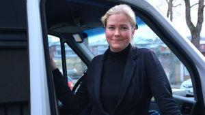 Pamela Weckman kör taxi i Lovisa.