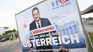 Heinz-Christian Straches EU-valskampanj  där han  talar om att ett skyddat Österrike och där han vädjar om stöd för FPÖ och ett stöd för hembygden.