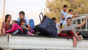 Kurdiska flyktingar flyr från en syrisk stad under Tukiets offensiv mot norra Syrien i oktober 2019.