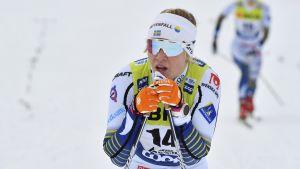 Jonna Sundling pustar ut efter målgång.