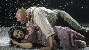 """Woyzeck in Winter"" spelades på Barbican Theatre i London 2017."