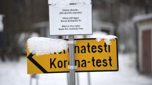 Skylt vid Malms flygplats i Helsingfors.