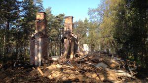 Ruin efter fånglägerbyggnad på Tulludden.