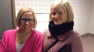Stefanie af Björksten, projektledare för Hittehatt och Maija Linturi, dockmakare