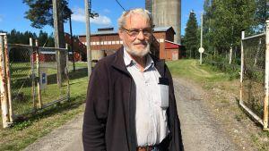alf björklund som står framför gruvan i Korsnäs