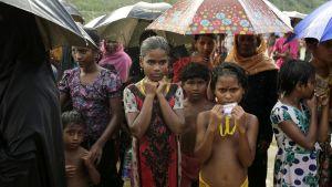 Rohingyabarn i ett flyktingläger i Bangladesh