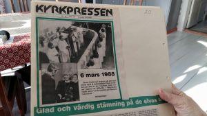 Tidningsklipp från prästvigningen av de första kvinnorna.