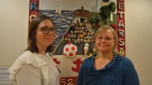 Saija Westerlund-Cook och Britt-Helen Tuomela-Holti från Folkhälsan utbildar kursdeltagare i Hackneymetoden