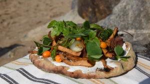 Kryddiga tunnbröd med svampfyllning