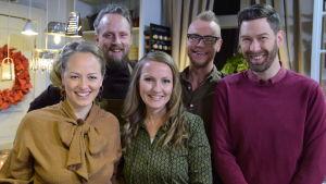 Elin Skagersten-Ström, Anders Samuelsson, Lee Esselström, Jim Björni ja Jonas Sundström Strömsön keittiössä