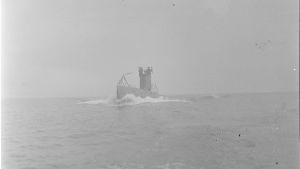 Suomalainen sukellusvene Vesikko vedessä