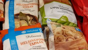 Också typisk sibirisk mat med finsk text säljer bra i Sankt Petersburg.