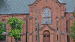 Fasaden på Sibbo kyrka.
